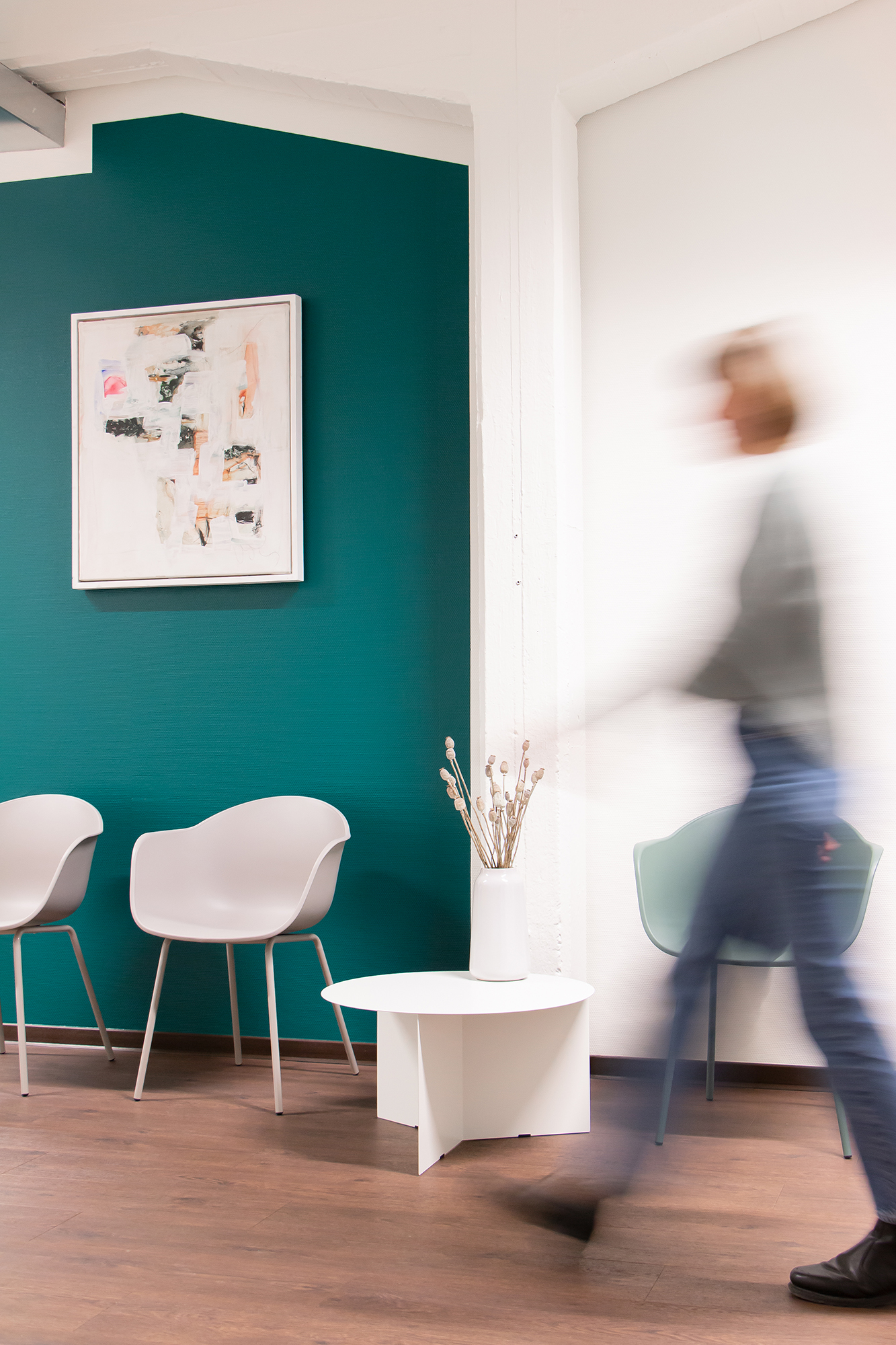 Hennings-Physio-Wartebereich-Studio-Fondo